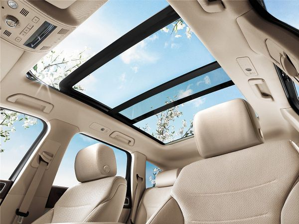 Panoramic Sunroof of 2017 Volkswagen Touareg